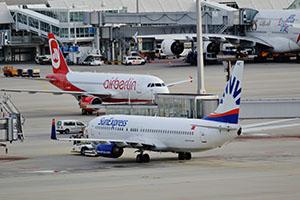 aircraft-1044937